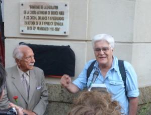 Chato Galante, en el Homenaje a los brigadistas argentinos, con Darío Rivas.