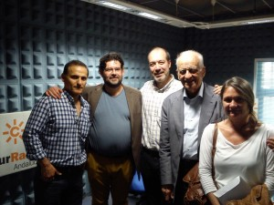 Revah con los profesores del instituto Carmen Laffón en la radio.