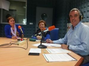 Las hermanas Conchita y Araceli Ruiz en la radio.