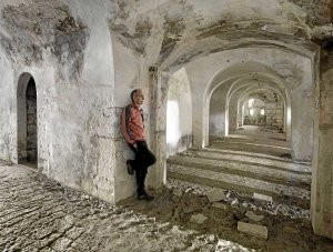 Fermín Ezkieta dentro del fuerte.