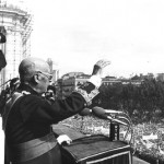 Franco, en la plaza de Oriente el 1 de octubre de 1975.
