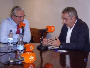 Baltasar Garzón y Rafael Guerrero, durante la entrevista.