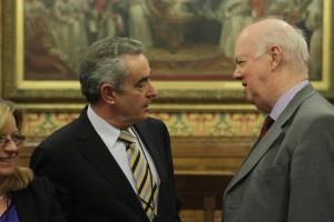 Rafael Guerrero conversando con el miembro de la Cámara de los Comunes Michael Meadowcroft (liberal demócrata).