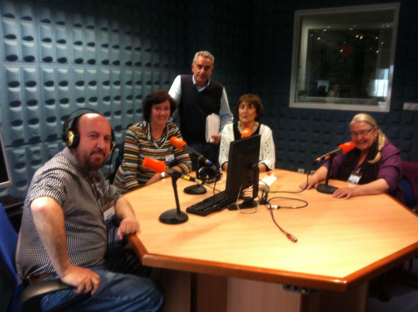Las tres invitadas en el estudio con Rafael Guerrero y Manuel Velasco en primer término.