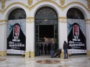 Entrada del Casino de la Exposición de Sevilla con los carteles de 'Desaparecidos'.