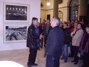 Otro momento de la visita guida en el Casino de la Exposición de Sevilla.