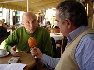 Marcos Ana, entrevistado en Cádiz por R. Guerrero.