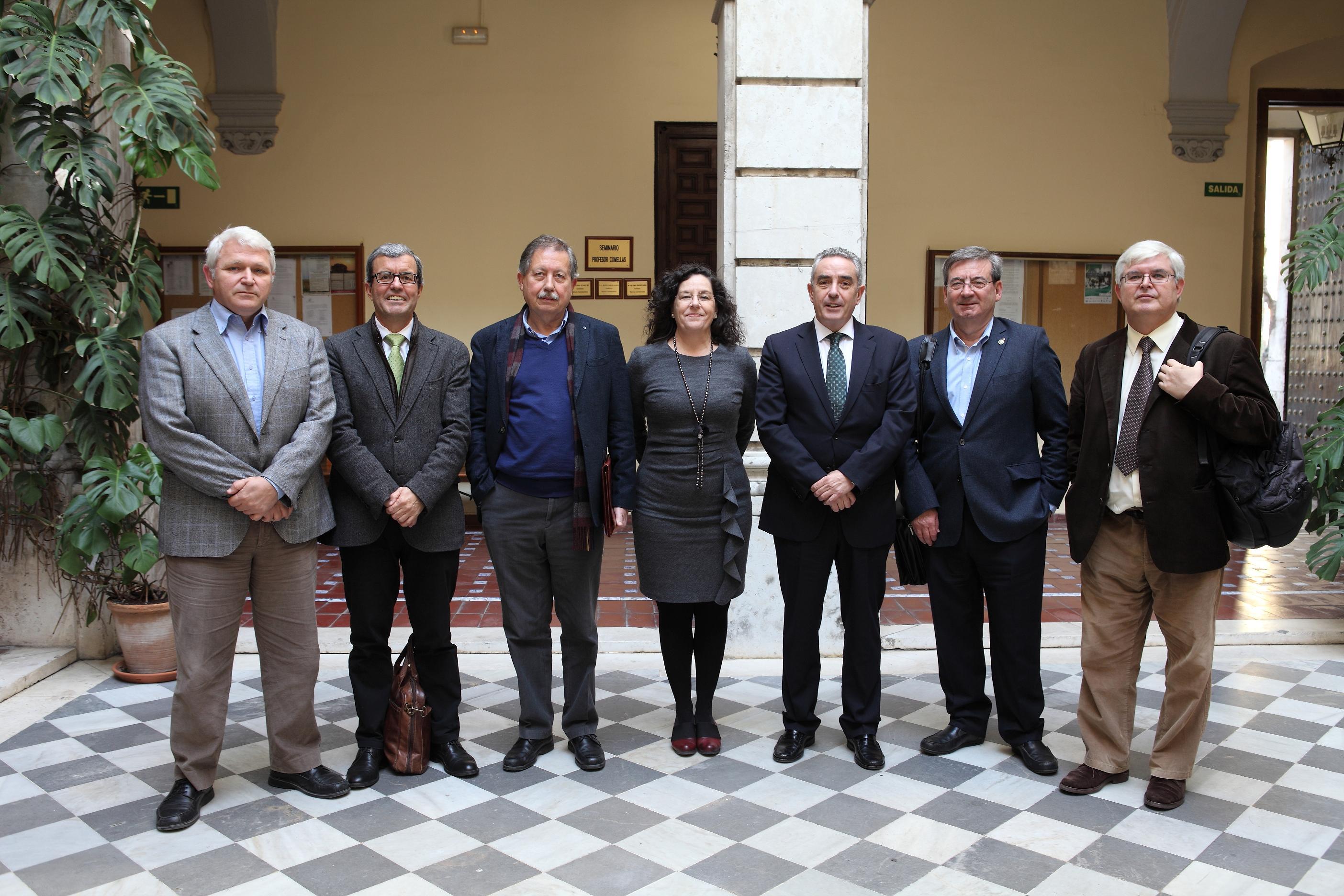 Tribunal de la tesis de Rafael Guerrero. De izq. a dcha., con los profesores Ruiz, Chaves, Barragán, Fernández Albéndiz, Martínez y Álvarez Rey.