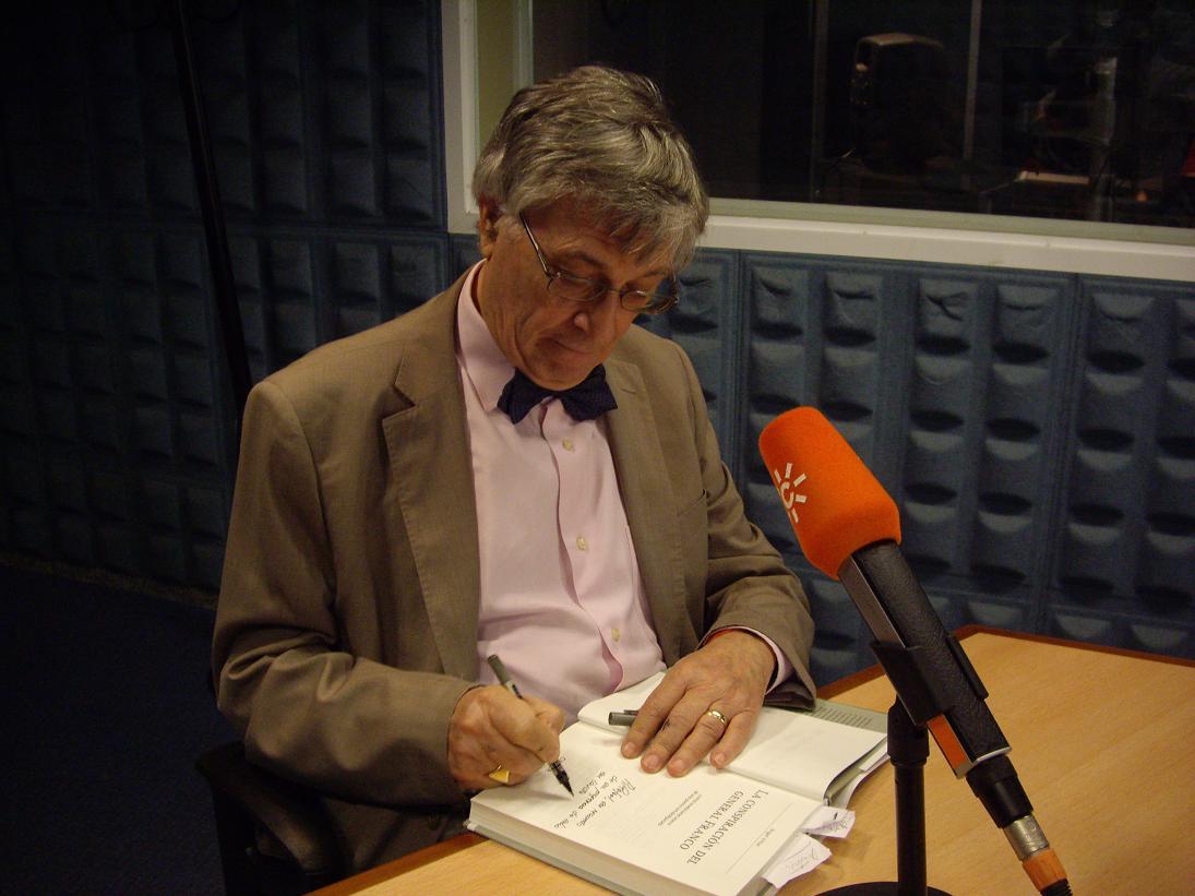 Viñas en Canal Sur Radio en 2011.