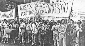 Manifestación proamnistía en la Transición.